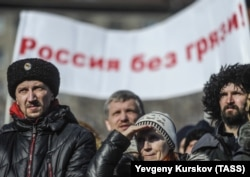 """Митинг православных активистов """"в защиту святынь и религиозных чувств верующих"""" в Новосибирске"""