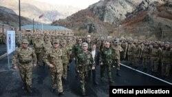 Nagorno-Karabakh - Armenian President Serzh Sarkisian (C) inspects a Karabakh Armenian army unit, 12Nov2013.