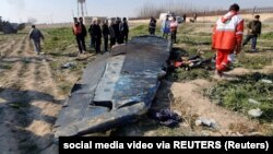 Архива: Остатоци од урнатиот украински авион во Техеран.