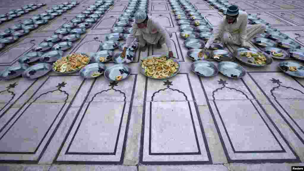 Men prepare for Iftar, the evening meal for breaking fast, during the holy month of Ramadan at the Memon mosque in Karachi, Pakistan, on August 3. (REUTERS/Athar Hussain)