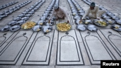 Pakistan -- Men prepare for Iftar, the evening meal for breaking fast, during the holy month of Ramadan at the Memon mosque in Karachi, 03Aug2012