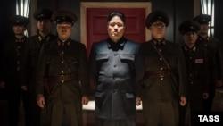 راندال پارک (در وسط) نقش رهبر کره شمالی را بازی میکند