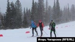 Лыжники в Вершине Теи