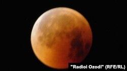 Жители Таджикистана наблюдали за лунным затмением в ночь с 27 на 28 августа
