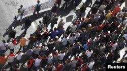 Комуністична партія Греції йде маршем проти реформ, Афіни, 18 жовтня 2012 року