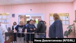 Турникет на входе в школу для слабовидящих