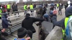 Боксер-забияка і учасник протестів «жовтих жилетів» в Парижі здався владі – відео