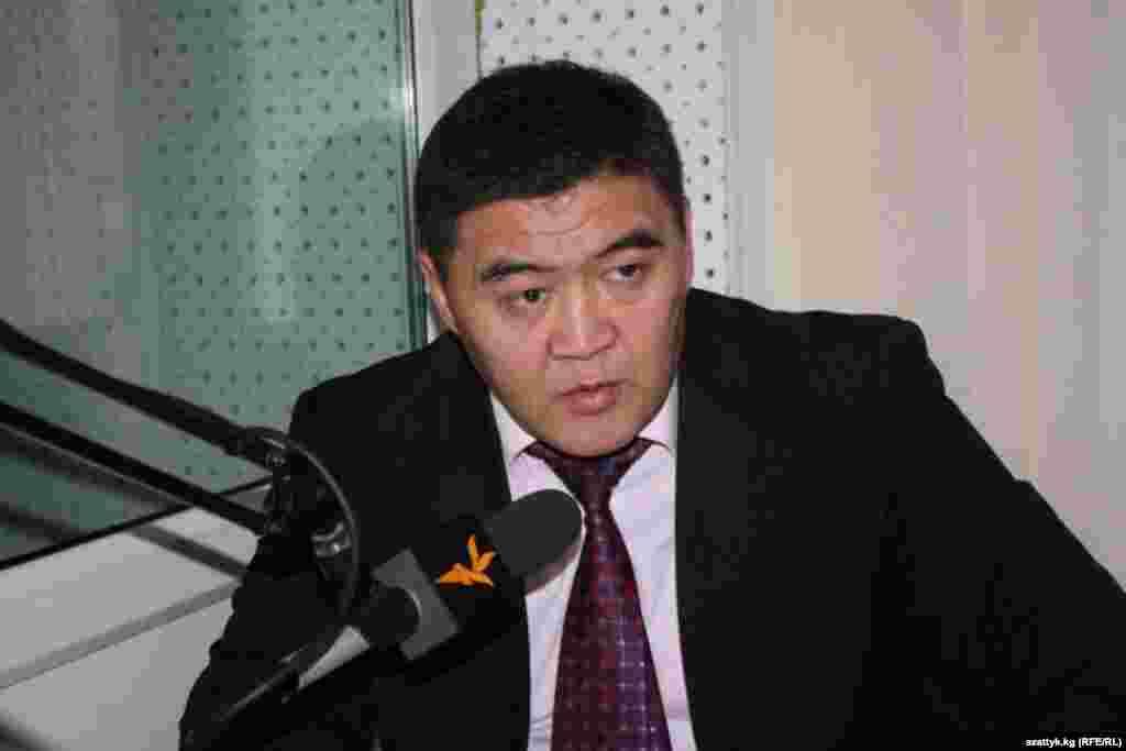 "На внеочередном съезде ""Ата-Журта"" Камчыбек Ташиев избран председателем партии"