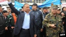 Курманбек Бакиев жана Жаныш Бакиев, 15-апрель, 2010-жыл, Ош шаары
