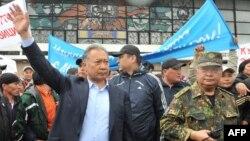 Митинг сторонников Курманбека Бакиева, Ош, 15 апреля 2010 года.