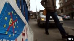 Plakat protiv ulaska Srbije u EU u Beogradu, ilustrativna fotografija