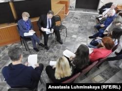 Встреча чиновников от здравоохранения с инициативной группой родителей