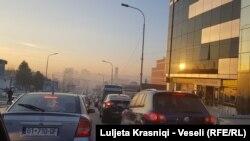Edhe veturat e vjetra në Kosovë vlerësohen ndër shkaktarët kryesorë të ndotjes së ajrit