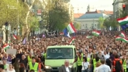 Венгрия: многотысячный митинг против Орбана в Будапеште (видео)