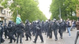 Forţe de intervenţie la o demonstraţie din Berlin, mai 2020
