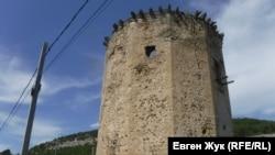 Время не щадит старую башню