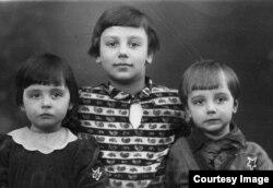 Люба и Лёня со старшей сестрой Мариной