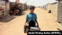 Сирия ауылдарының бірінде жүрген бала (Көрнекі сурет)