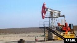 «Ембімұнайгаз» өндірістік филиалына қарасты Прорва кенішіндегі мұнай сорабы. Атырау облысы, 18 сәуір 2010 жыл.