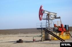 Нефтяная скважина на одном из месторождений в Атырауской области. Иллюстративное фото.