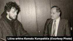 Septembra 1990: Kurspahić uručuje Kusturici nagradu za Film godine u anketi Oslobođenja među filmskim kritičarima Jugoslavije