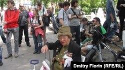 """""""Гулянья"""" оппозиции на Чистых прудах"""