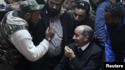 Глава НПС Абдул Джалиль (в центре), Бенгази, 21 января 2012
