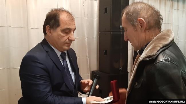 Галуст Трапизонян по поручению президента передал медаль родственникам