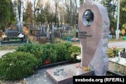 Помнік на магіле Генадзя Карпенкі