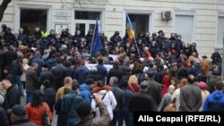 Protestele continuă la Chișinău împotriva scumpirii tarifelor la electricitate