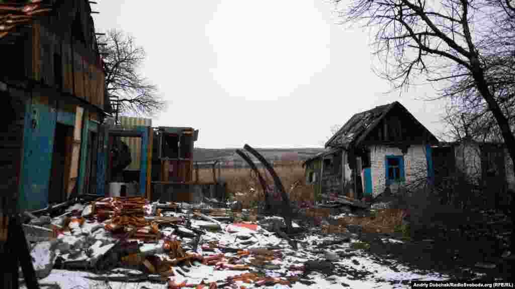 Околиці селища. Лісосмуга на горизонті – це вже укріпрайони проросійських бойовиків