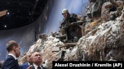 Владимир Путин на выставке, посвященной блокаде Ленинграда