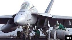 جنگنده اف-۱۸ آمریکایی مستقر در خلیج فارس.