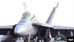 هواپيماهای جنگنده و بمب افکن آمريکايی در خليج فارس در آماده باش هستند.
