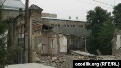 Снос здания в старой части Самарканда.