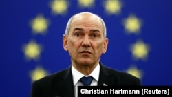 """""""EU nu va deschide nici un coridor 'umanitar' sau de alt fel pentru Afganistan. Nu vom permite repetarea greșelilor strategice din 2015,"""" scrie Jansa pe contul său de Twitter la data de 22 August."""