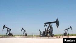 Suriyada neft buruqları.