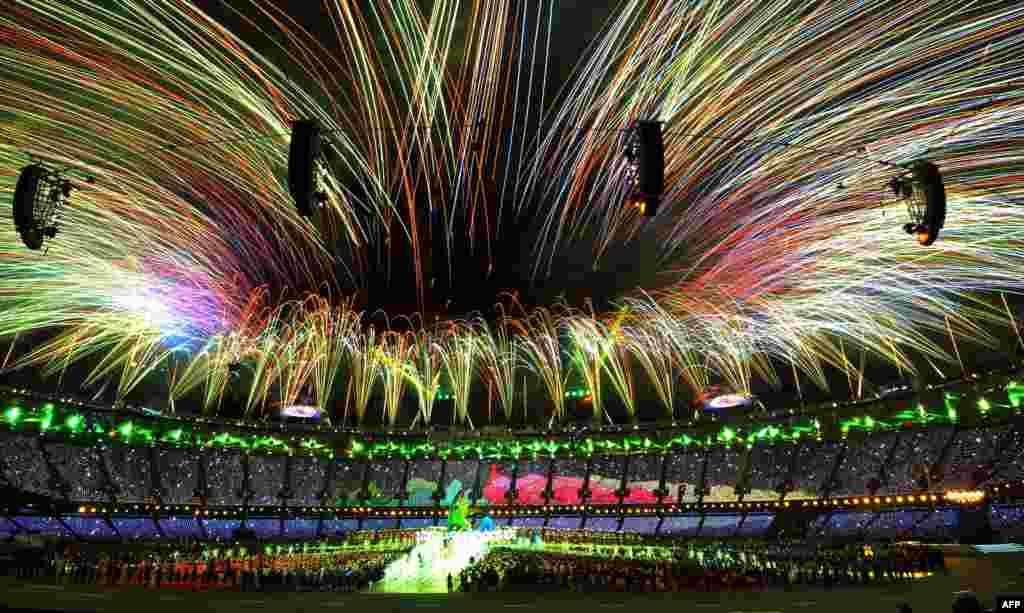 Церемония закрытия Игр в Лондоне завершилась салютом.