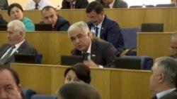 Сохтмони долонҳо дар роҳи Душанбе-Хуҷанд. Баҳс дар порлумон