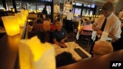 رستورانی در لسآنجلس در خلال مدت زمان موسوم به «ساعت زمین»
