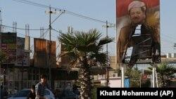 Իրաքյան Քրդստանի առաջնորդ Մասուդ Բարզանիի հրկիզված նկարը քրդերի կողմից լքված Քիրքուք ավանում, 19-ը հոկտեմբերի, 2017 թ.