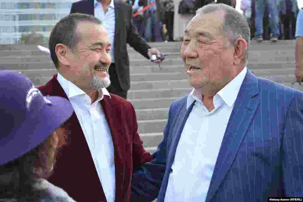 Известные казахские актеры кино Бахтияр Кожа (слева) и Нуржаман Ыхтымбаев.