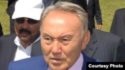 Президент Нұрсұлтан Назарбаев, Еңбекшіқазақ ауданындағы малшылар слетінде кездесуі. Алматы облысы, 27 шілде 2011 жыл.