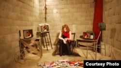 Инсталација на уметникот Ангел Миов. Изложбата е во Отворено графичко студио – Скопје