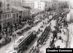 Polish troops march in Kyiv in May 1920.