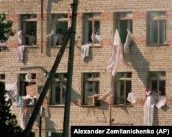 Заложники просят российских военных прекратить штурм больницы. 17 июня 1995 год