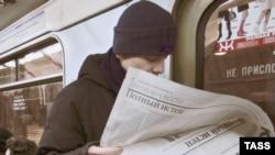 Людей, способных совладать с газетой, в России становится все меньше