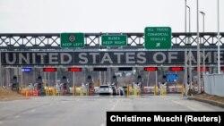 Granični prelaz između Kanade i SAD u Kvebeku.