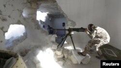 یک عضو «ارتش آزاد سوریه» در حلب؛ مناطق شرق این شهر میگویند کاروانهای شورشیان مخالف دولت بشار اسد و «حکومت اسلامی» روانه جبهههای شمالی شدهاند