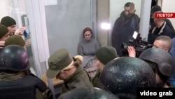 Після того, як вранці 20 грудня Київський апеляційний суд переніс розгляд скарги Кузьменко на арешт на 24 грудня, зокрема через неявку прокурорів у суд, адвокат і група підтримки Кузьменко протягом кількох годин блокували залу судових засідань